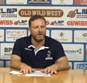 Coach Cagnardi carica la Fortitudo e i tifosi.